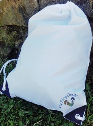 Photo of the drawstring bag with FlipFlopDesign.Shop logo